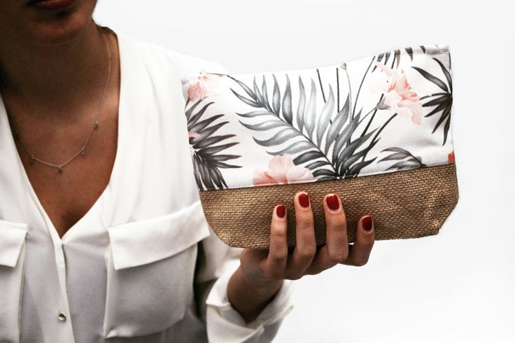 Keep calm and Palm on. 🌴🌴 Perfect purse for Summer, find it in: #PalmSpringsGiftBox www.garnett.es