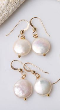 pearl earrings. love these for bridesmaids!