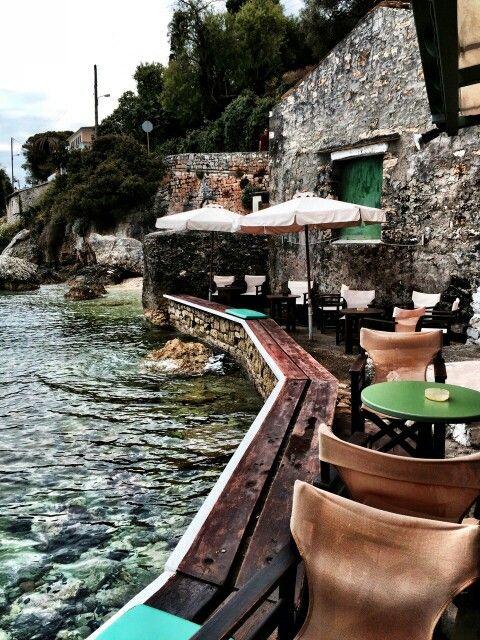 Paxos Roxy Bar, Ionian Islands | www.interieurinkleur.nl