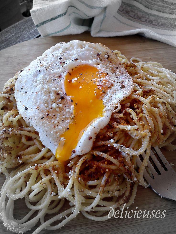 Τσουχτή-Παραδοσιακή συνταγή Μάνης (Ζυμαρικά με καψαλισμένη μυζήθρα και αυγό) http://delicieuses.forumotion.net/t3623-topic#44095
