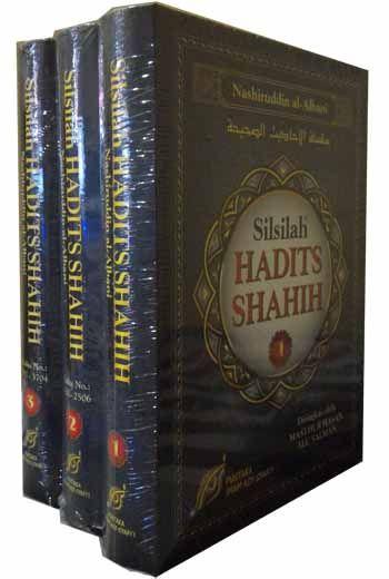 Tak ada yang meragukan keahlian Syaikh Muhammad Nashiruddin Al-Albani rahimahullah dalam penelitian hadits, salah satu karya besar beliau dalam bidang ilmu hadits adalah Silsilah al-Ahaadiits ash-Shahiihah yang kemudian dikenal dengan Ash-Shahiihah.  Ash-Shahiihah adalah hadits-hadits yang beliau kumpulkan dari berbagai kitab hadits yang haditsnya berderajat Hasan dan Shahih.  Ukuran: 17 x 24 cm (Hard Cover) Penulis : Syaikh Muhammad Nashiruddin Al-Albani Penerbit: Pustaka Imam Asy Syafi'i