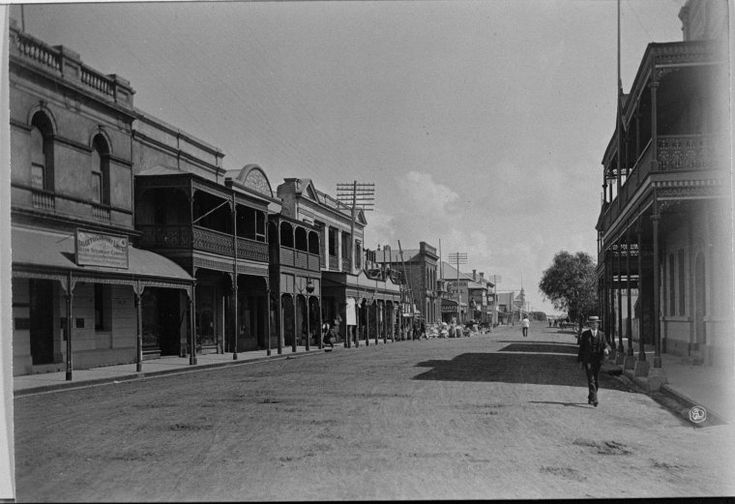 025568PD: Marine Terrace, Geraldton looking south, ca 1900 http://encore.slwa.wa.gov.au/iii/encore/record/C__Rb3016846?lang=eng