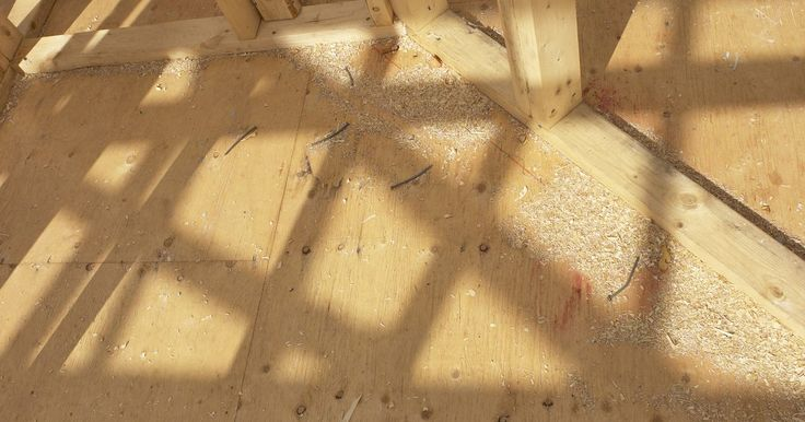 ¿Pueden colocarse azulejos directamente sobre madera contrachapada?. El que puedas poner azulejos de cerámica sobre pisos de madera simple depende de qué tan bien conoces las especificaciones del piso que tienes. La respuesta es sí, puedes colocarlos sobre madera contrachapada. El problema es que la madera contrachapada es débil de por sí. Se desplaza y se pudre con facilidad. Protege tu costosa cerámica utilizando ...