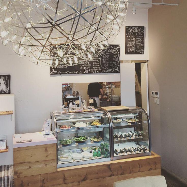 中目黒の「オニギリーカフェ(Onigily Cafe)」はおしゃれなおにぎりを販売する新感覚な雰囲気が漂うカフェ。早朝ロケや会議などで使えるデリバリーや、店舗内でのイートインやテイクアウトも行っていて、芸能人ご用達なんだとか!