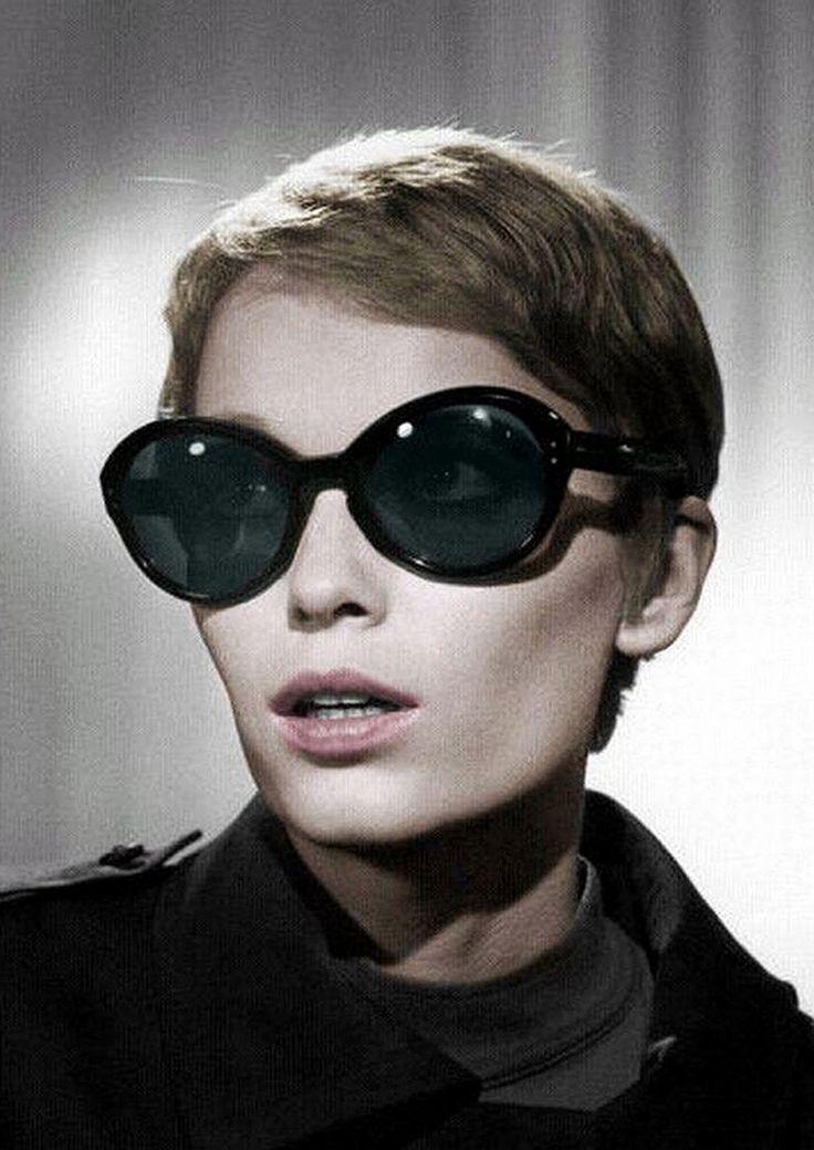Mia Farrow. Thoseunglasses and cheek bones for days sigh.....