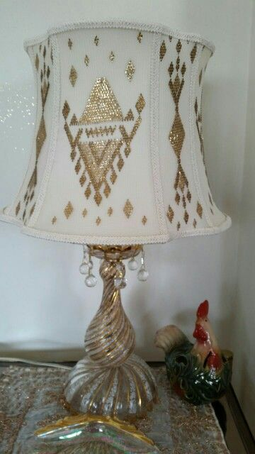 beautiful goldwork on this lamp shade!  :-)