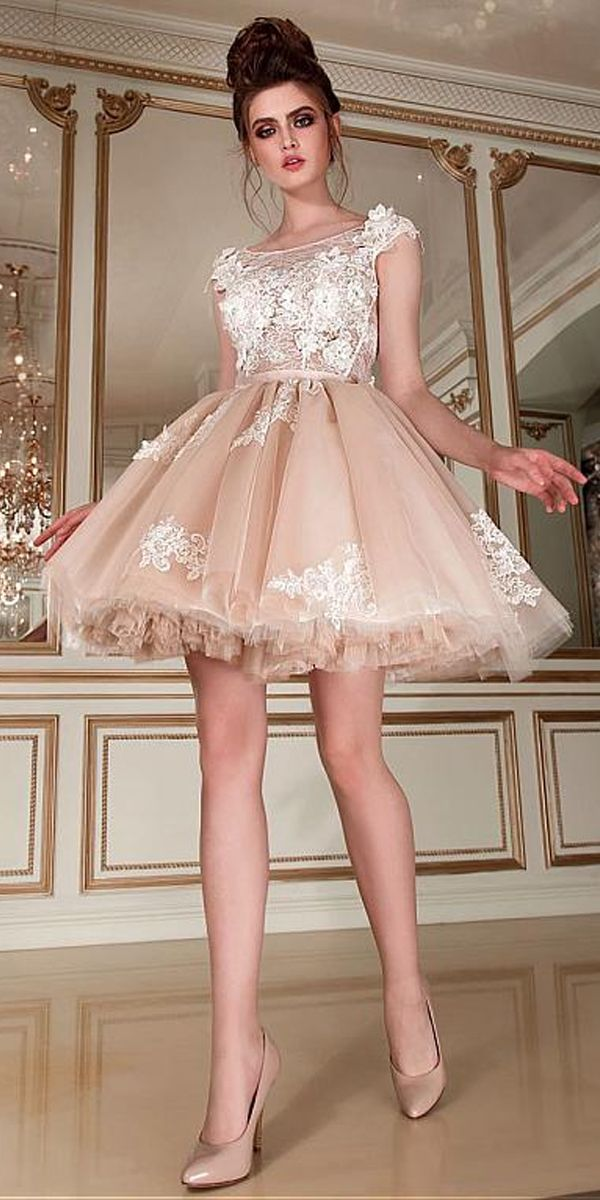 Romantic Tulle Lace Scoop Neckline Short Ball Gown Wedding Dress