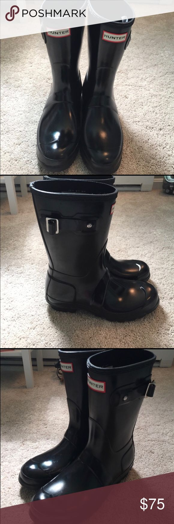 Hunter boots short Excellent condition. Never worn by me. I bought them from another posher and they're too big. Just want to sell so I can buy a smaller size Hunter Boots Shoes Winter & Rain Boots