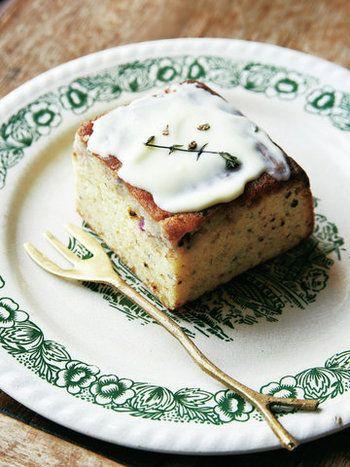 アーモンドとバニラのリキュール「パルフェタムール」を使った「パルフェタムール ホワイトチョコがけケーキ」
