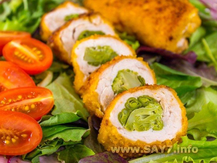 Rollos de pavo relleno con brócoli y judías verdes