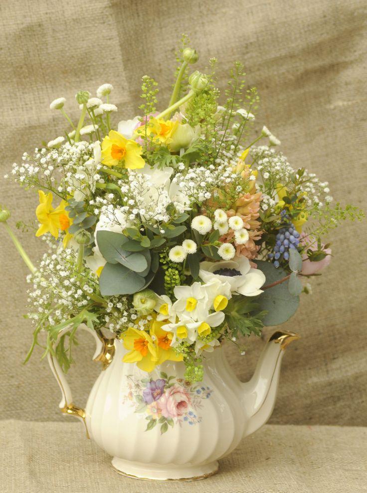 29 best images about teapot centerpieces on pinterest for Flower arrangements for parties