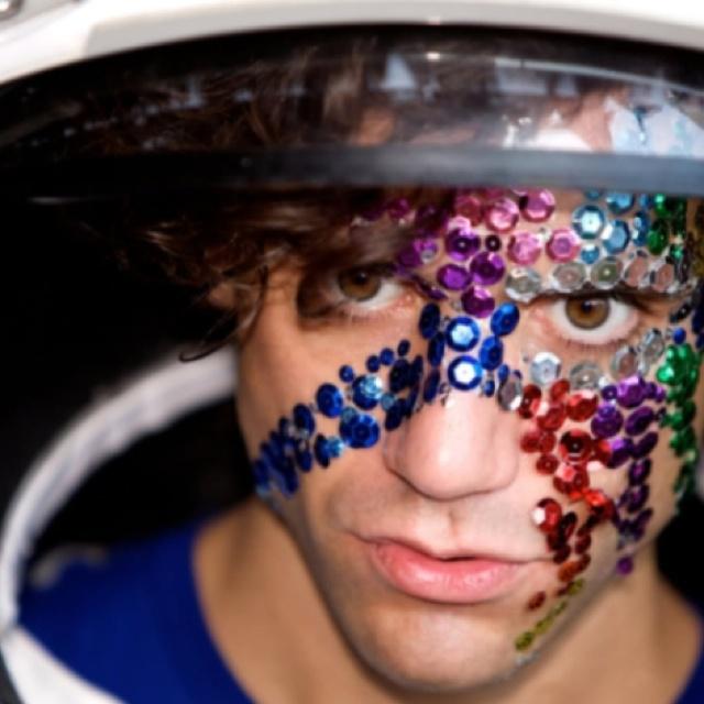 Mika - astronaut in Tokyo