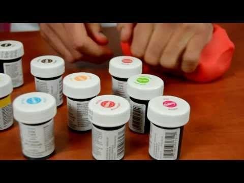 Barvení potahovací hmoty - NÁVOD - YouTube