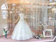 シルクオーガンジーと伝統的なレースを贅沢に使ったグランマニエのドレス | ショーウィンドウギャラリー | ウェディングドレス・和装 花みやび
