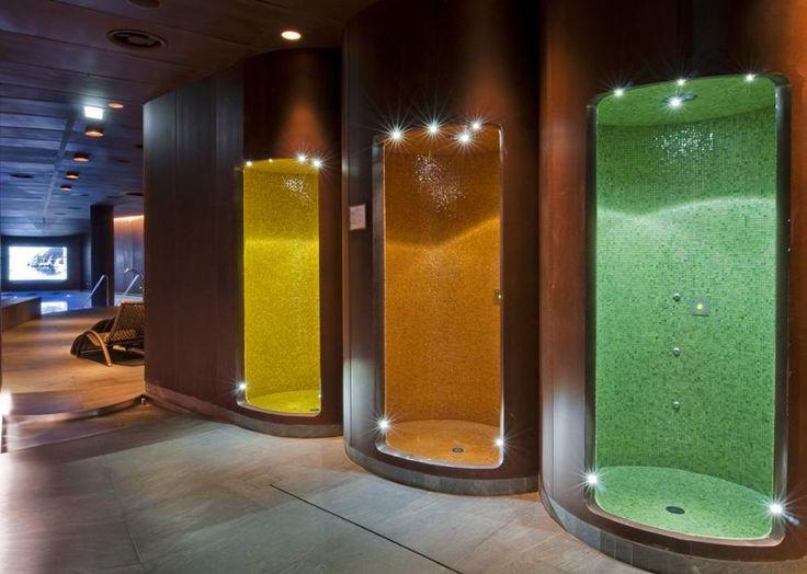 M+Works - Progetti e Realizzazioni by Mosaico+ #mosaicopiu #showers #shower #mosaic #mosaico #glassmosaic #doccia #hotel #resort #pool #Italy #Como #lago #lake #lagodicomo #madeinitaly