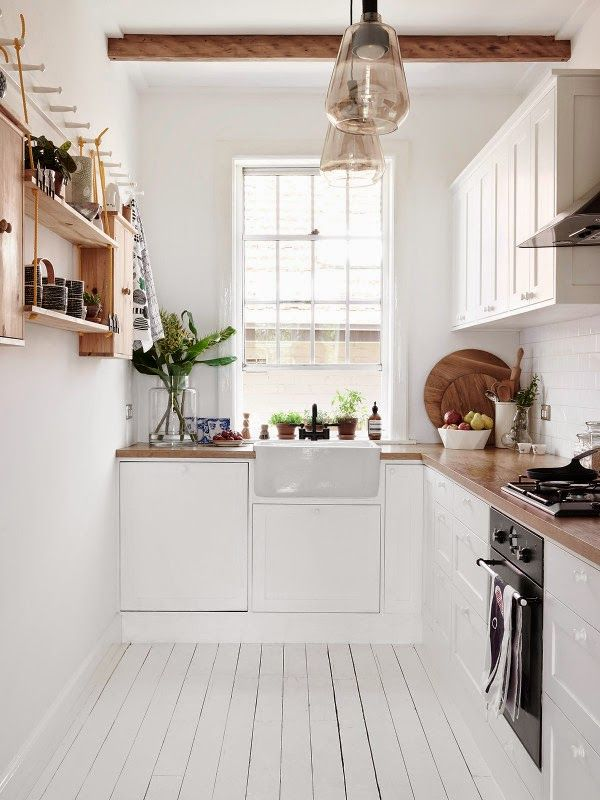 serious crush on the stunning Scandinavian flat of the designer Frag Woodall  in Sydney...   white floors, timbers and Northern Europe des...