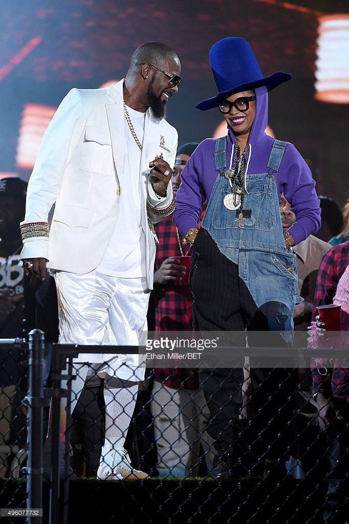 Recording artist R. Kelly (L) and host Erykah Badu performs during the 2015 Soul Train Music Awards at the Orleans Arena on November 6, 2015 in Las Vegas, Nevada.