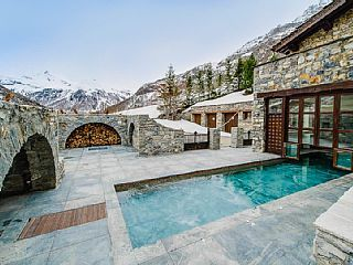 Incomparable Domaine Toit du Monde, ski in/out, with heated pool and fireplaces in Val d'Isere, France from 5,000 GBP p/n, sleeps 16. #snow #valdisere #france