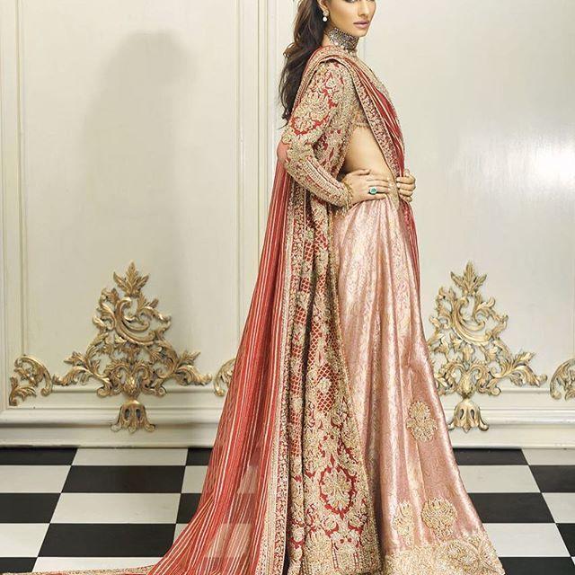 Faraz Manan Bridals @farazmanan #red #blush #gold #farazmananwhite #bridal #lahore #dubai #london #farazmanandubai #classic @athershahzadofficial @cybiljchowdhry @neemarjewels