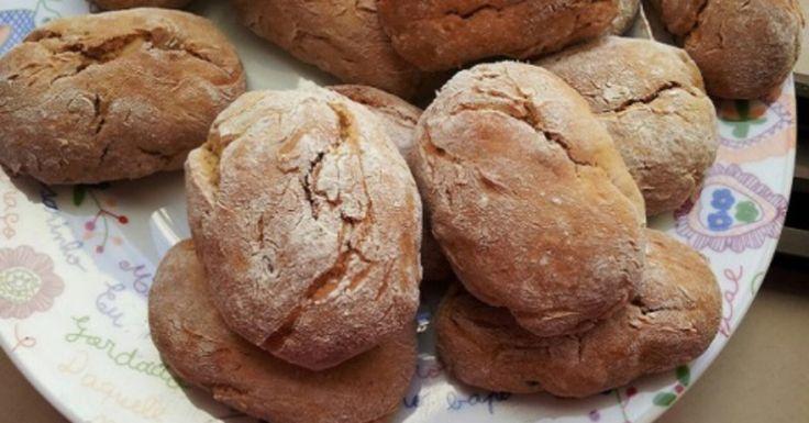 Em Portugal, as broas de batata-doce são dos doces mais populares nas festividades do dia de Todos os Santos (ou Dia do Bolinho, como é designado em algumas regiões do país pela associação ao Pão por Deus) e no Natal