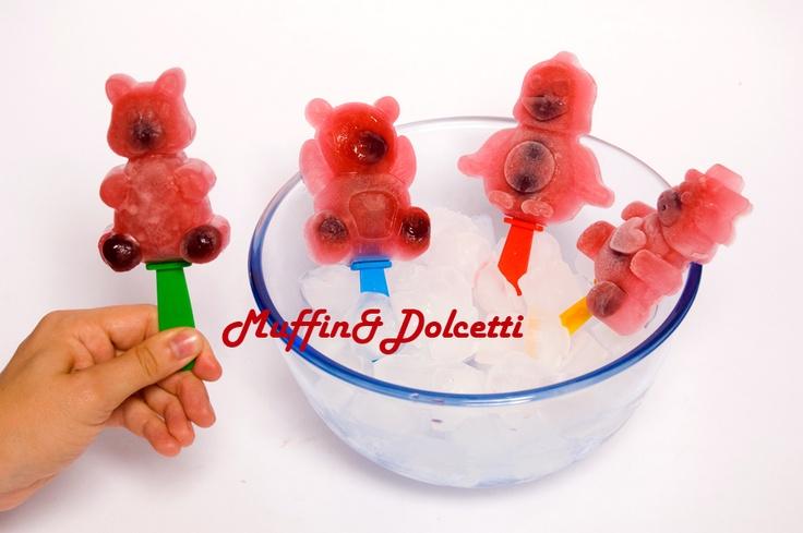 Ghiaccioli alla Fragola e Amarena! Per la videoricetta clicca qui: http://youtu.be/yYVV7bRJ758    Ice Lolly with Strawberries and Blackbarries! For the recipe click: http://youtu.be/yYVV7bRJ758