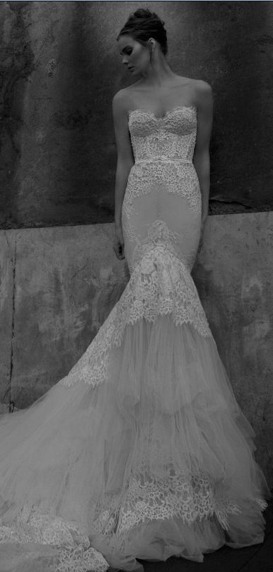 Inbal Dror wedding dress at Metal Flaque Paris www.metalflaque.fr