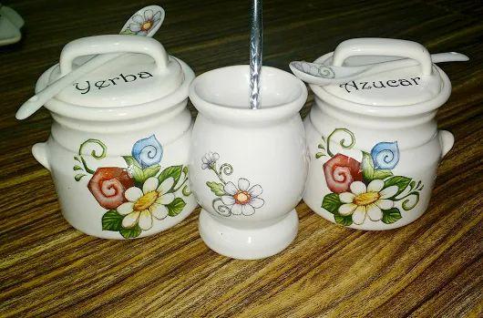 Calco vitrificable full color para juego de mate de cerámica a partir de diseño del cliente (foto cortesía de Monica Ferraro).