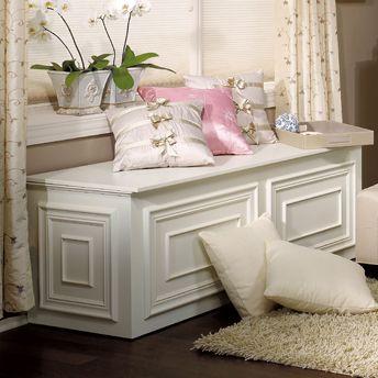 Storage chest-bench made of MDF