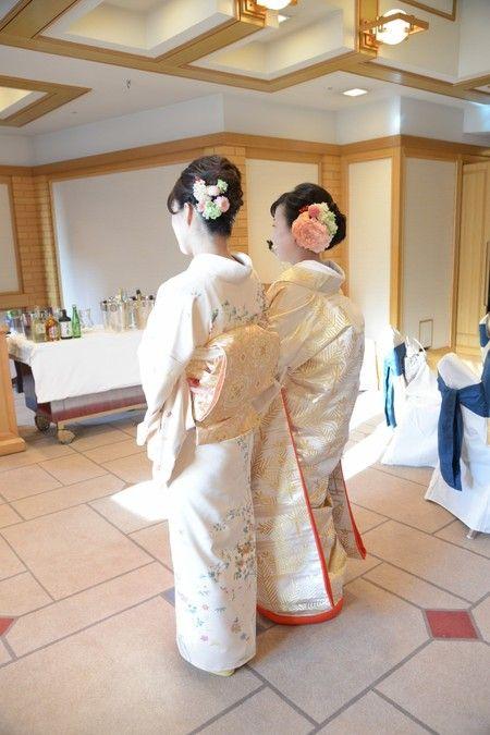 帝国ホテルの花嫁様、 送られてきたこの写真をあけてみたら、 思わずわーって言いました。 このポーズがかわいいー!  花嫁様からメールをいただ...