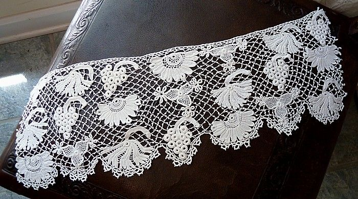 Em's Heart Antique Linens -Antique Irish Crochet Lace Piece