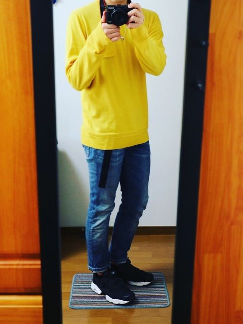 黄ニット×デニム