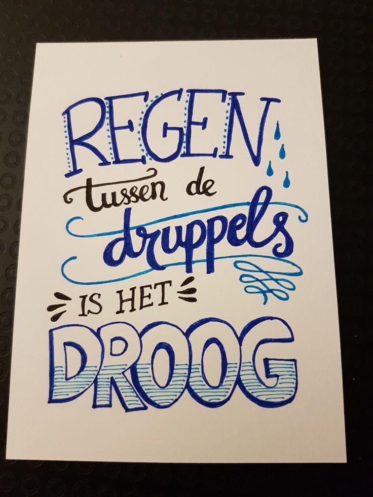 Handlettering. Quote. Regen tussen de druppels is het droog.