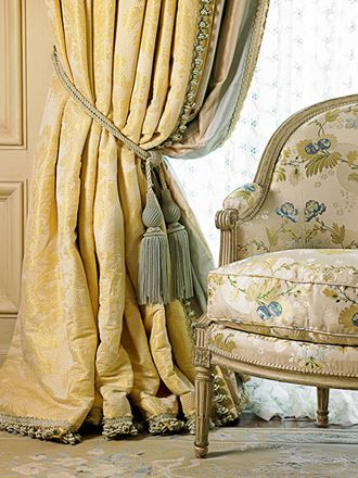 Fabulous silk draperies with English bump interlining --  William R. Eubanks » Interior Design and Antiques » Exquisite Spaces » Living Rooms