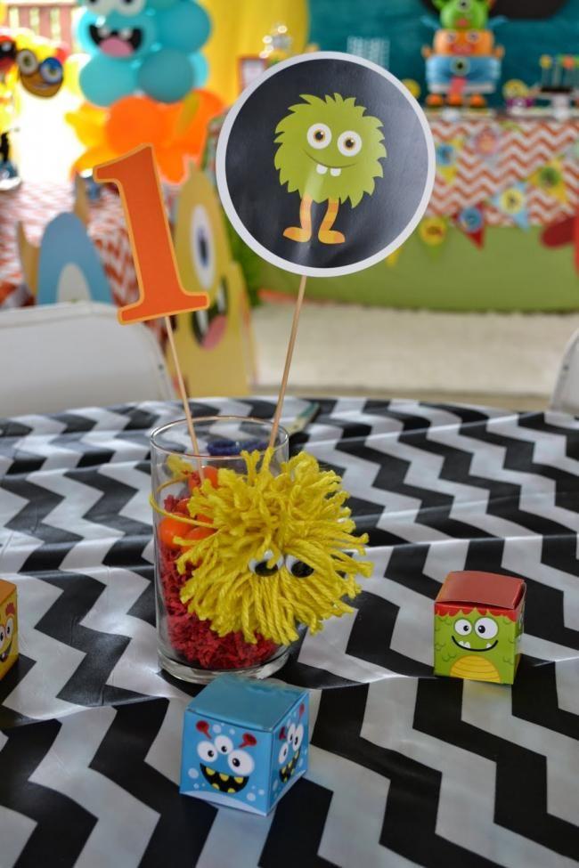Monstro temáticos do aniversário dos meninos Bash Tabela centro idéias