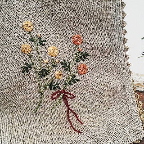 #손수건  #자수  #장미🌹  #꽃자수  둘이 세트에요~~😊 #자수나무 #embroidery #프랑스자수 #구미프랑스자수