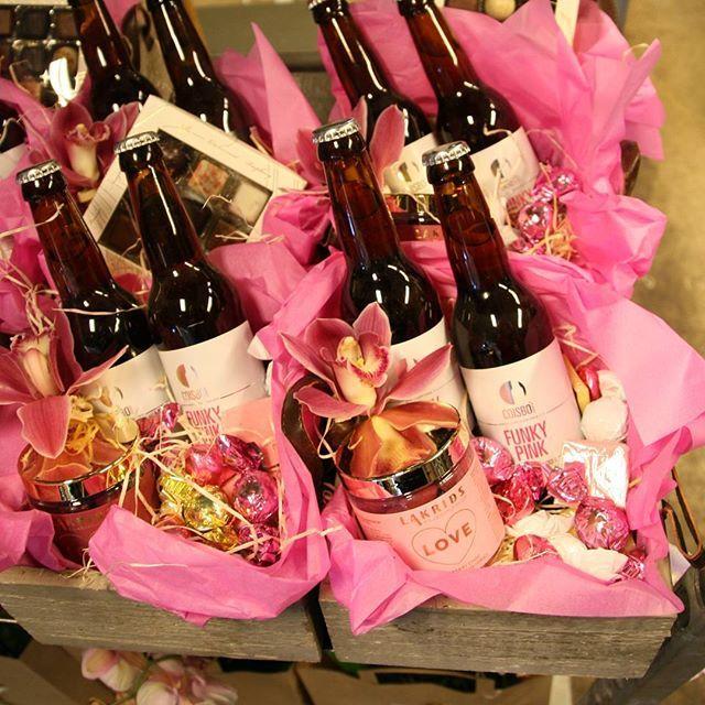 Gavekurve til mor der elsker cider og lækker lakrids  MORS DAG #tilmor #morsdag #anledning #mothersday #sendkærlighed #cider #bloomit #solskin #coisbo #gaveide