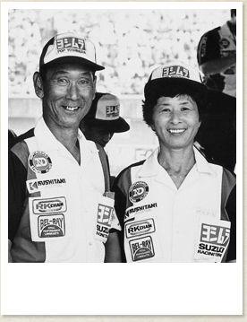 pop吉村 「8耐と言うとおやじさんのことを思いだす。'78年に第一回目の8耐で優勝した時のおやじさんの姿が目に浮かぶ。」富樫ヨーコ