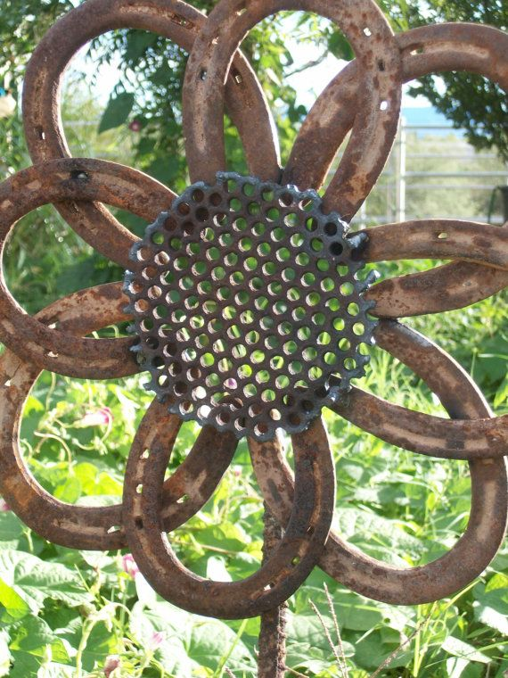 horseshoe garden flower.. umm my brother can make this for me!