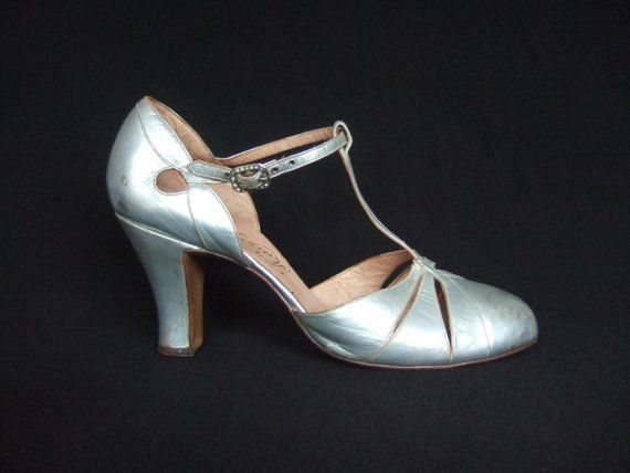 1000  images about Vintage Shoes on Pinterest | Pump Saks fifth
