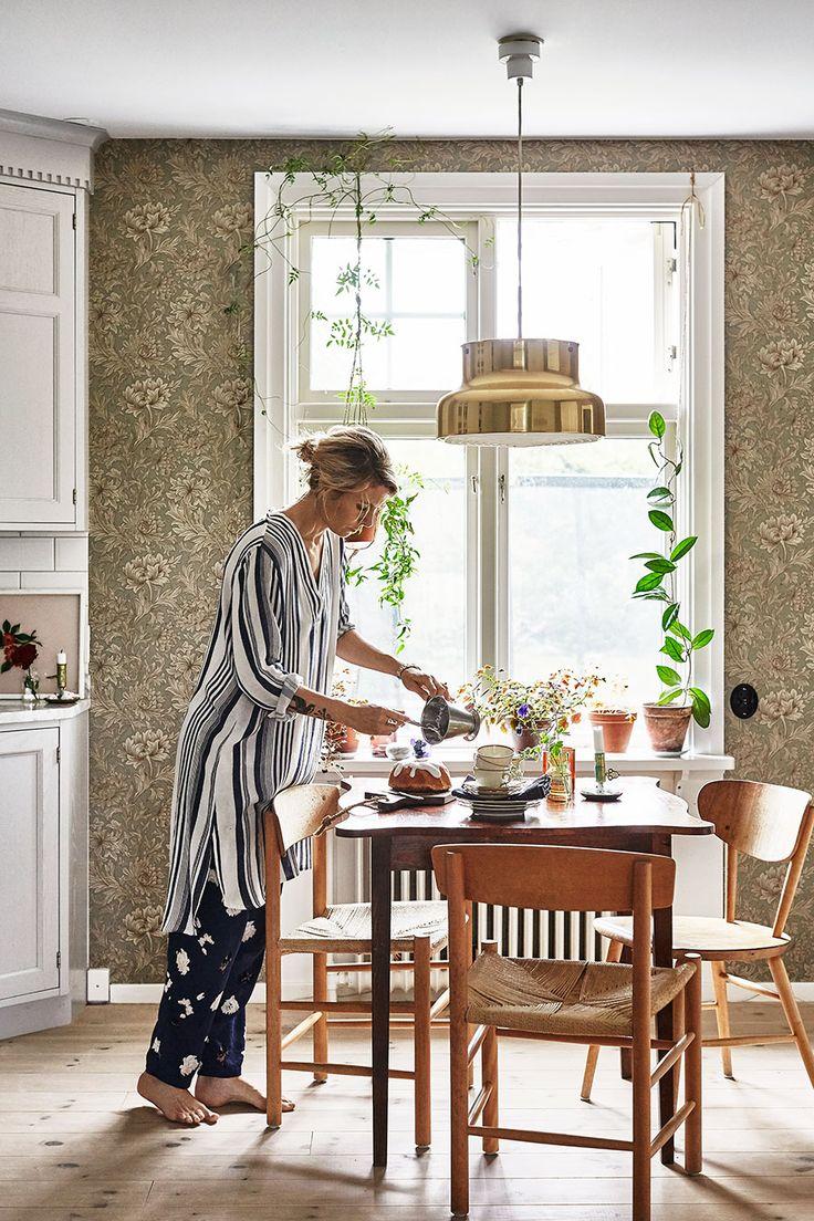 I samband med att vårt hem är med i Elle Decoration i september tänkte jag också porträttera rum för rum i inlägg här på bloggen. Det var faktiskt Johanna Bradfords kloka idé när vi sågs...