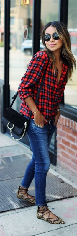 Julie Sarinanakeeps it casual in a plaid shirt, skinny jeans, and funky leopard print pumps.