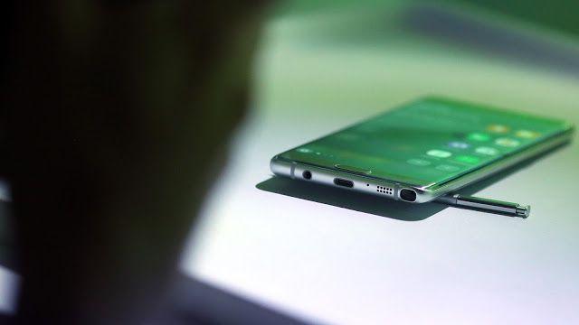 Los problemas en los Galaxy Note 7 se debieron a las prisas por adelantar al iPhone 7: reporte   Fueron las prisas las causantes de todos los problemas de los Galaxy Note 7? En Bloomberg han hablado con fuentes cercanas a la empresa que han revelado que Samsung presionó a los proveedores y apretó en los plazos de entrega a pesar de que estos dispositivos de la firma contaban con novedades importantes.  Esas prisas por lanzar los nuevos Samsung Galaxy Note 7 antes de que los iPhone 7 fueran…