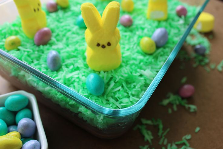 Oreo Dirt Pudding - This Easter I decided to make a recipe using Peeps and Oreos to make an dirt pudding the kids are sure to love.