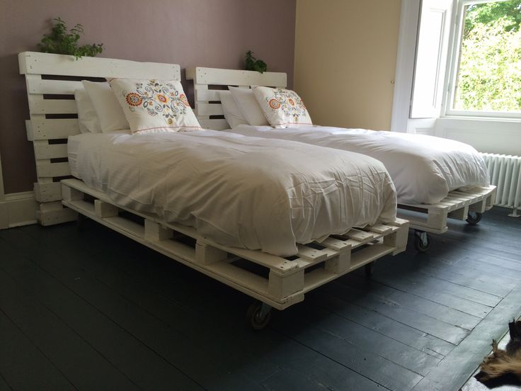 Single bed frames made out of pallets bed designs for Single bed designs for small rooms