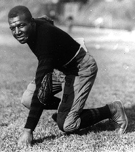 "The 1st Black person to receive the Most Valuable College Player Award was Frederick ""Duke"" Slater (1898-1966) who played the tackle position with the University of Iowa's undefeated team in 1921. He became a municipal court judge in Chicago in 1948. He was the 1st Black person elected to the College Football Hall of Fame at Rutgers in 1951 #BlackHistory #BlackExcellence #BlackHistoryEveryMonth #BlackHistoryIsAmericanHistory #BlackHistoryRocks #todayinblackhistory…"