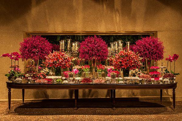 Decoração de casamento pink - Mesa de doces  ( Decoração: Roberta Fasano | Foto: Helson Gomes )