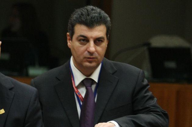 Mihnea Motoc,49 ani,ambasador la Londra, noua propunere de ministru al Apărării, la un pas de a fi şeful diplomaţiei in locul lui Melescanu în Guvernul Ponta a renuntat in favoarea numirii sotiei magistrat la CEDO - Gândul