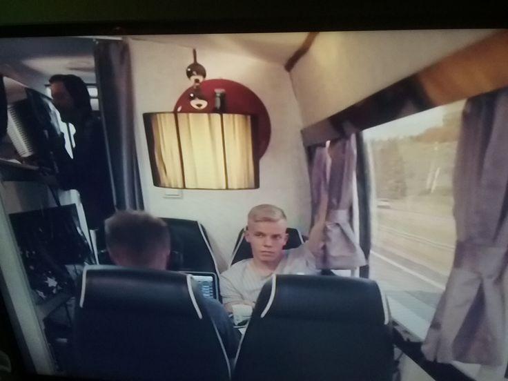 MTV3 UUSI Musiikki ohjelma 11.3.2016. ELASTINEN feat LAURI TÄHKÄ. 1/10. Seuraan Musiiki maailman uutisia. Taitavat, lahjakkaat muusikot. Tähkä Kansanmussiikki-pop ja ELA Hip-hop. Tykkäsin&NAUTIN. Seuraan. SUOSITTELEN. Bloggari HXSTYLE.wordpress TV4.fi Elastinen.fi Lauri tähkä.com http://www.mtv.fi/viihde/ekstra/artikkelia/elastinen-ekstra-rapparin-herkempi-puoli-ian-myota-perhehaaveet-nostavat-paataan/5768150 Nähdään HYMY