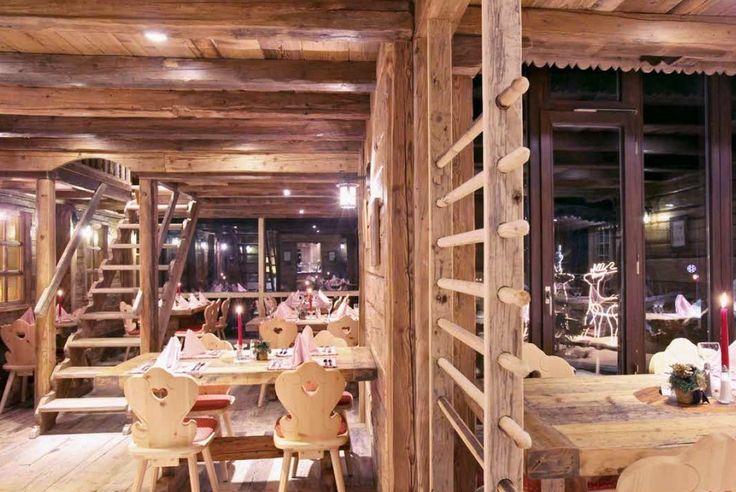 Legno antico vecchio di recupero per le realizzazioni degli ambienti più esclusivi belli raffinati con rivestimenti di pareti in legno vintage