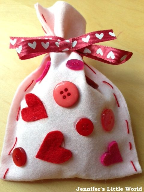 How to make simple felt gift bags for Valentine's Day, a great craft for young children